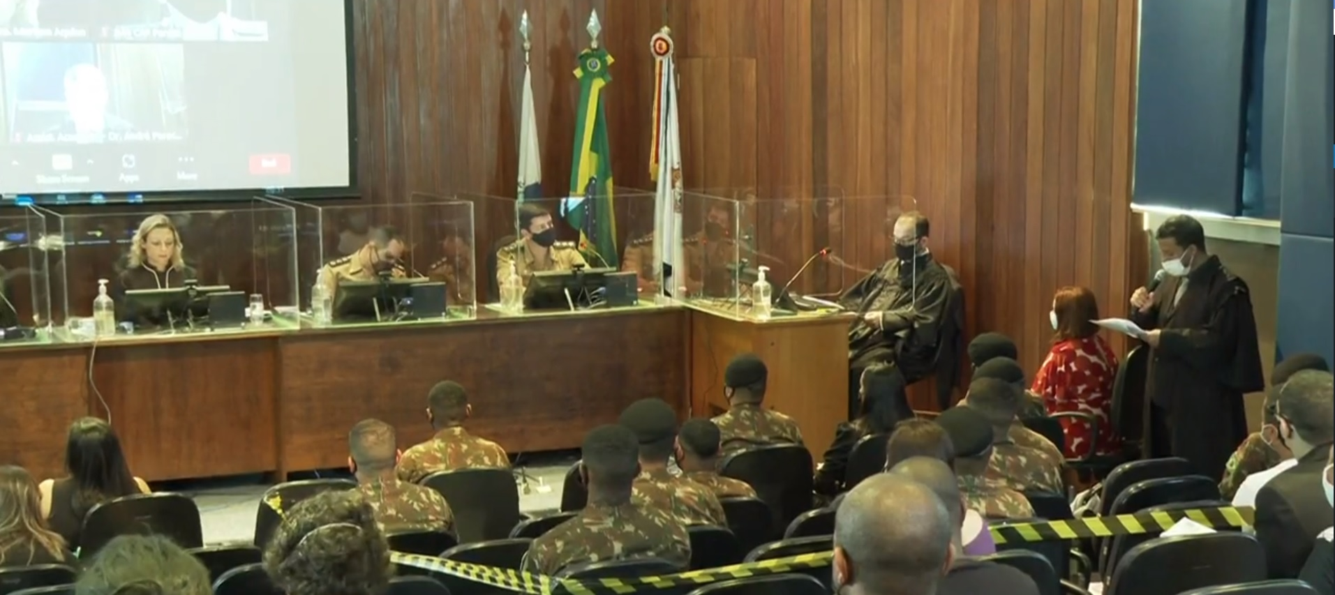 O veredito foi definido por um conselho de juízes composto pela juíza federal Mariana Aquino e quatro juízes militares. Foram três votos a dois, com desempate da juíza.