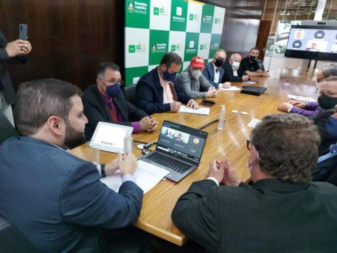 Piso regional foi discutido por sindicalistas, empresários e parlamentares | Foto: AssCom CUT-RS/Divulgação